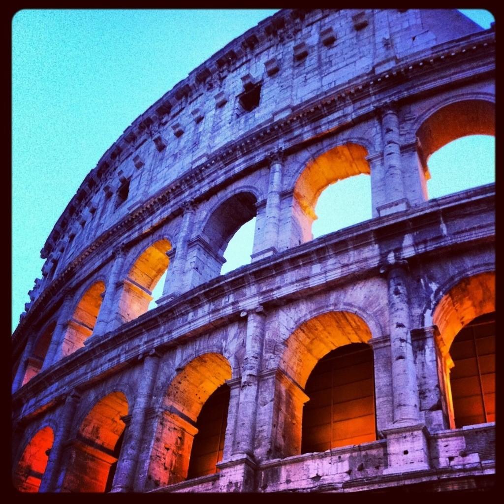 Le Colisée à Rome au crépuscule