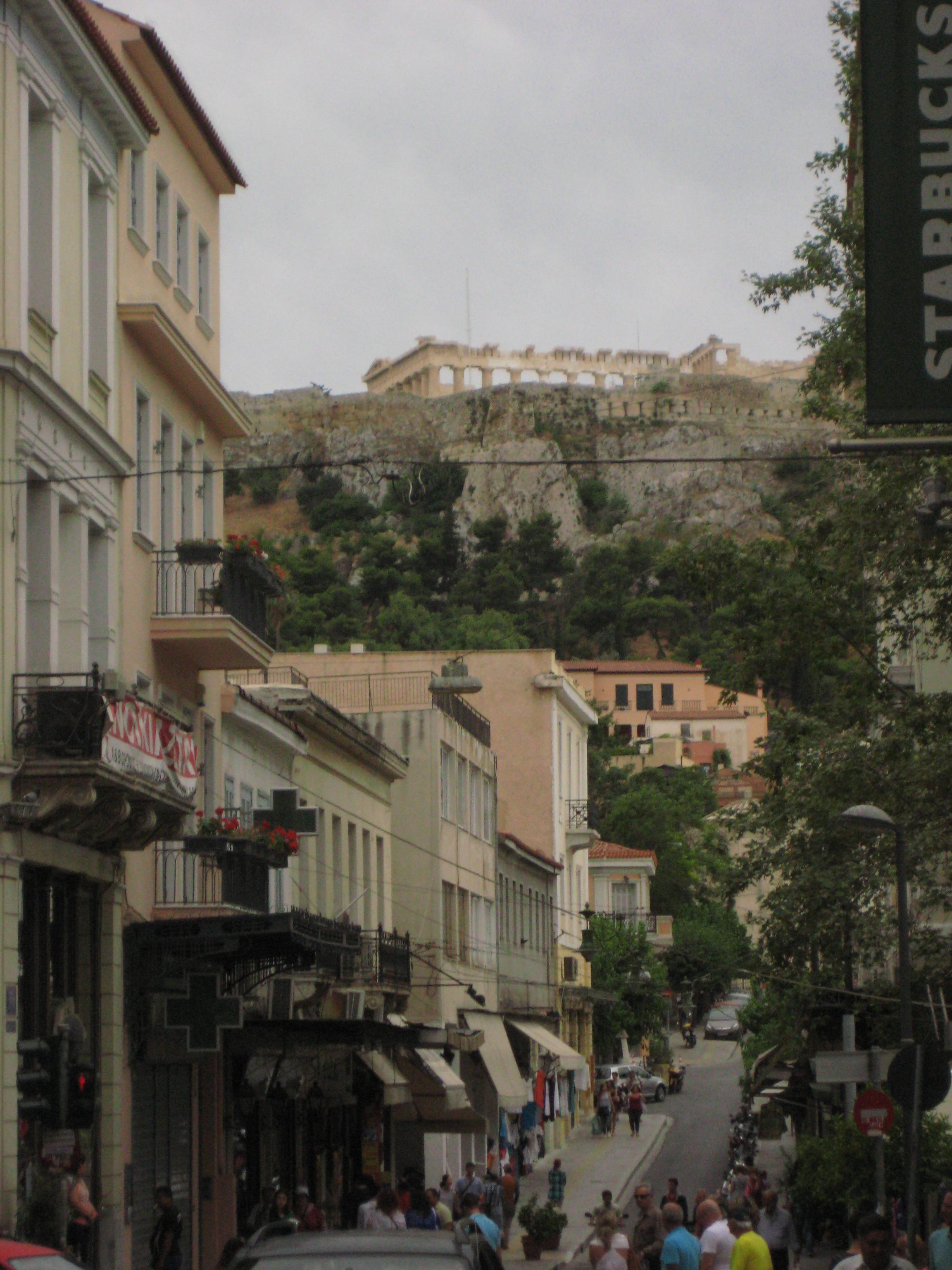Vue sur le Parthénon depuis le centre ville