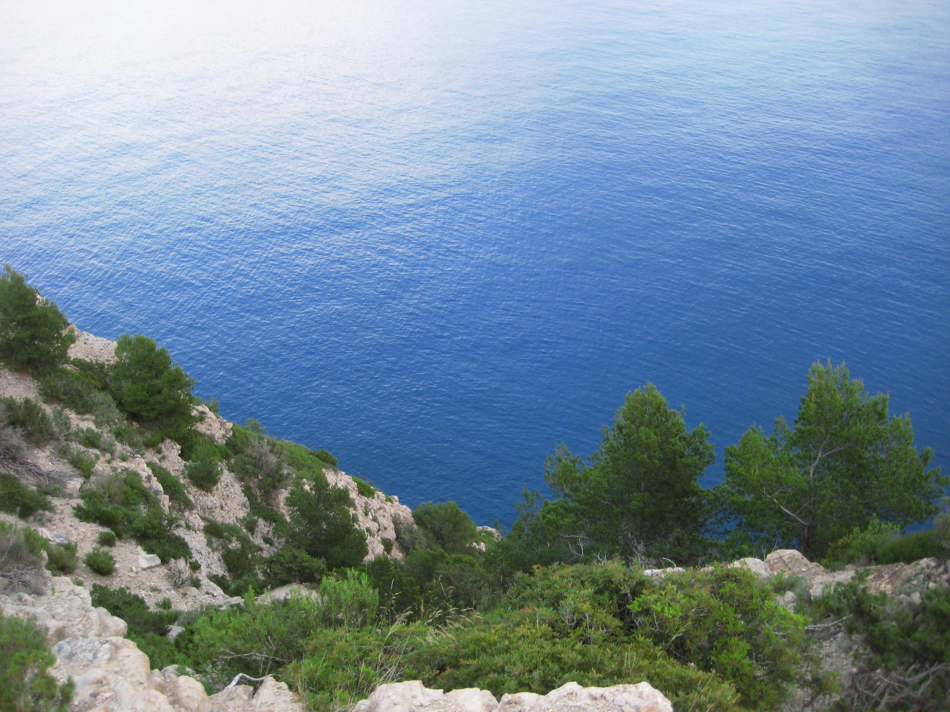 Ibiza une côte ouest escarpée, une île presque sauvage