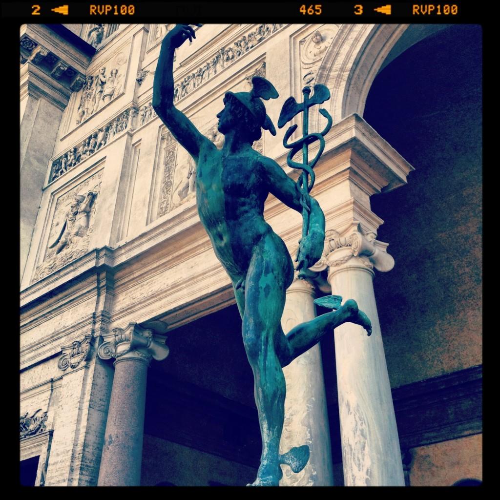 Une belle statuette de bronze représentant Mercure le Dieu du commerce