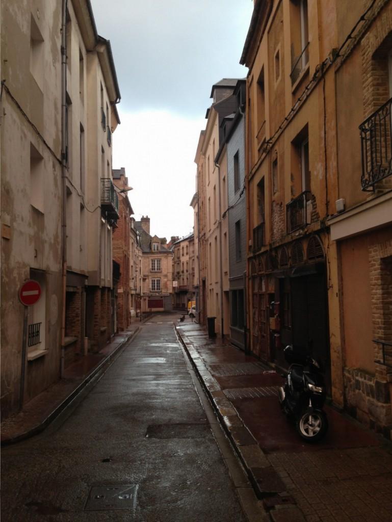 une petite ruelle de la ville de Dieppe