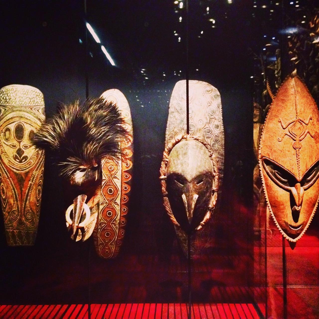 Masques de guerriers de Mélanésie