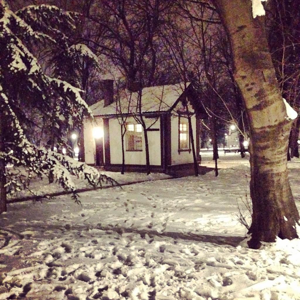 Une petite maison dans un parc à Belgrade