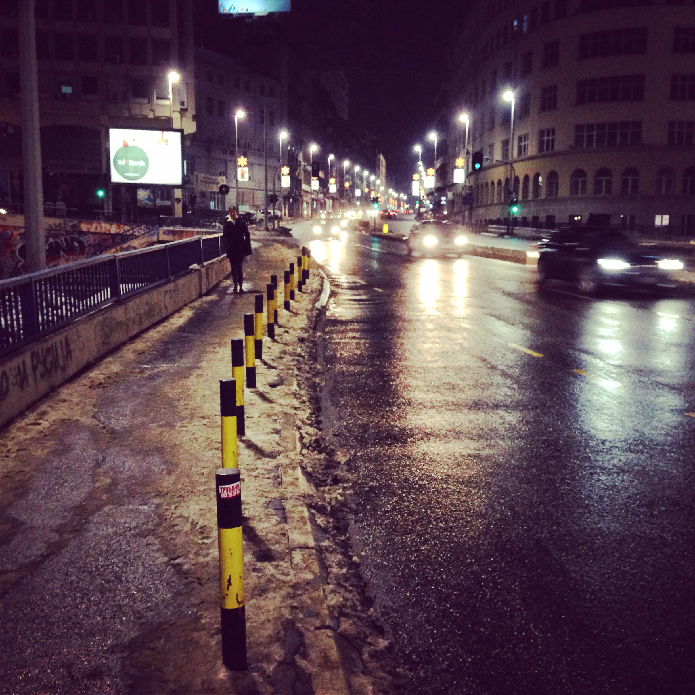 De nuit à Belgrade, une atmosphère se dégage inexorablement