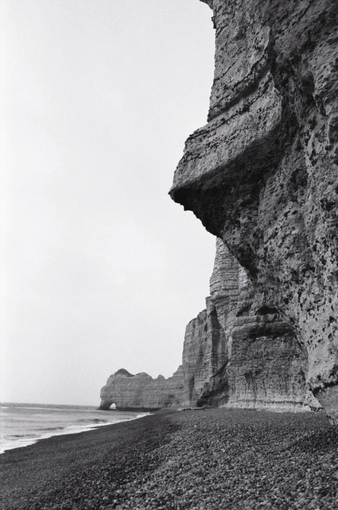 La falaise d'Etretat parfois menaçante
