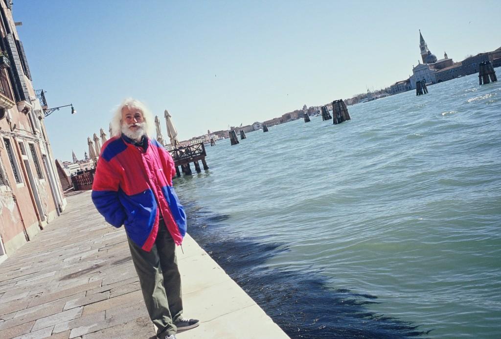 L'un des derniers vénitien contemple la lagune au petit matin