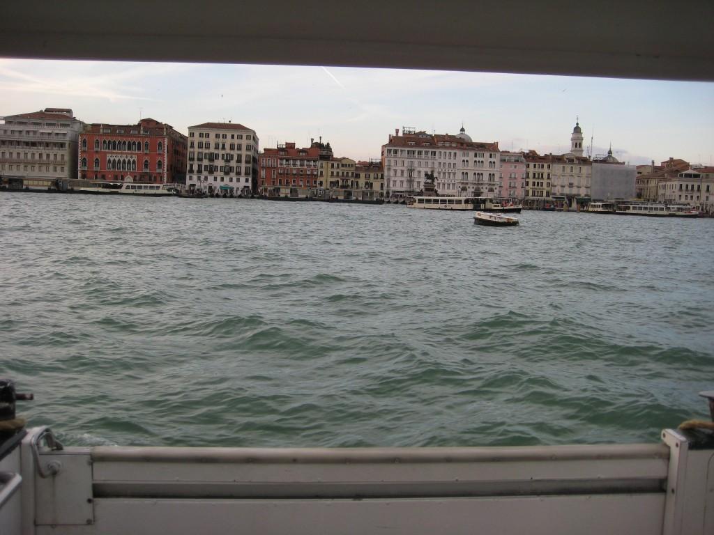 Vue sur Venise depuis le vaporetto