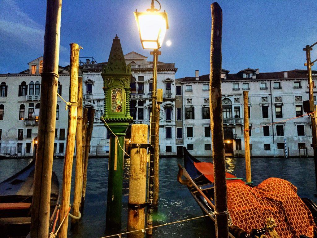 Photographie du grand Canal de nuit à Venise