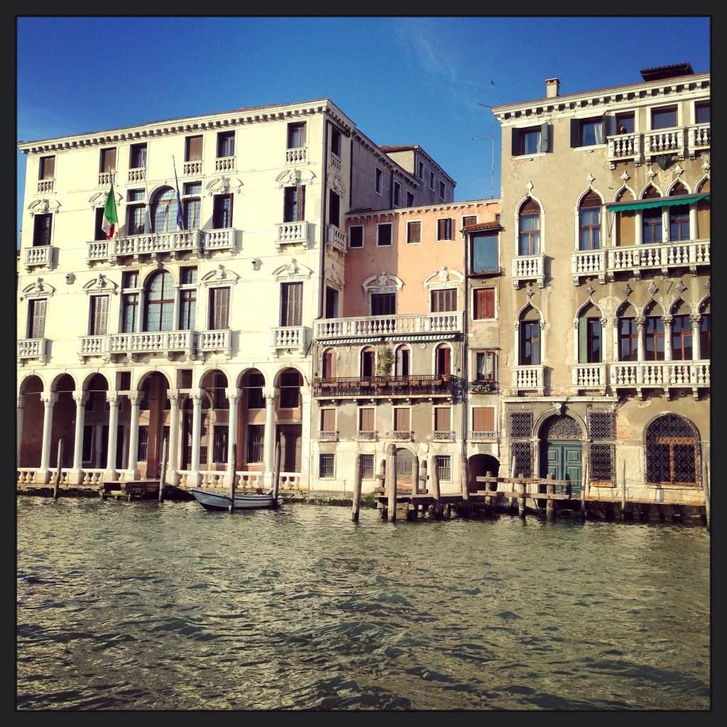 7. Vue sur un palais du Grand Canal de Venise