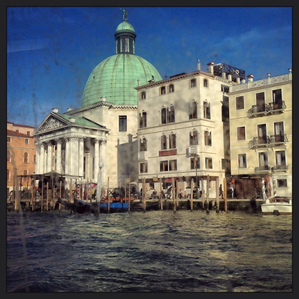 15. Venise, ses palais, ses gondoles et son Grand Canal