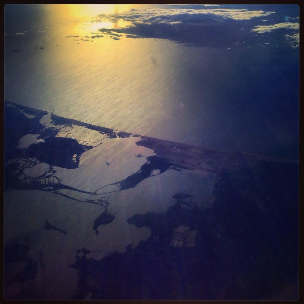 Vue de la Costa Brava depuis le hublot d'un avion