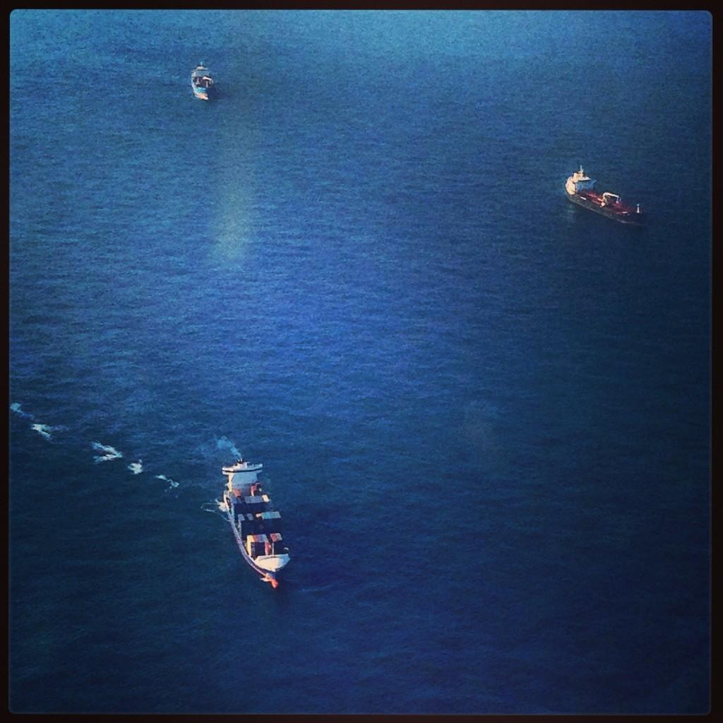 Cargos en attente devant un port espagnol