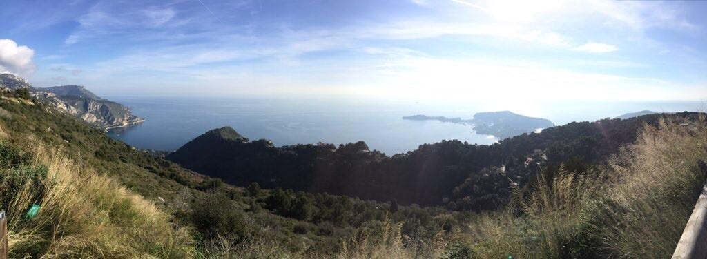 Vue depuis la grande corniche entre Nice et Monaco