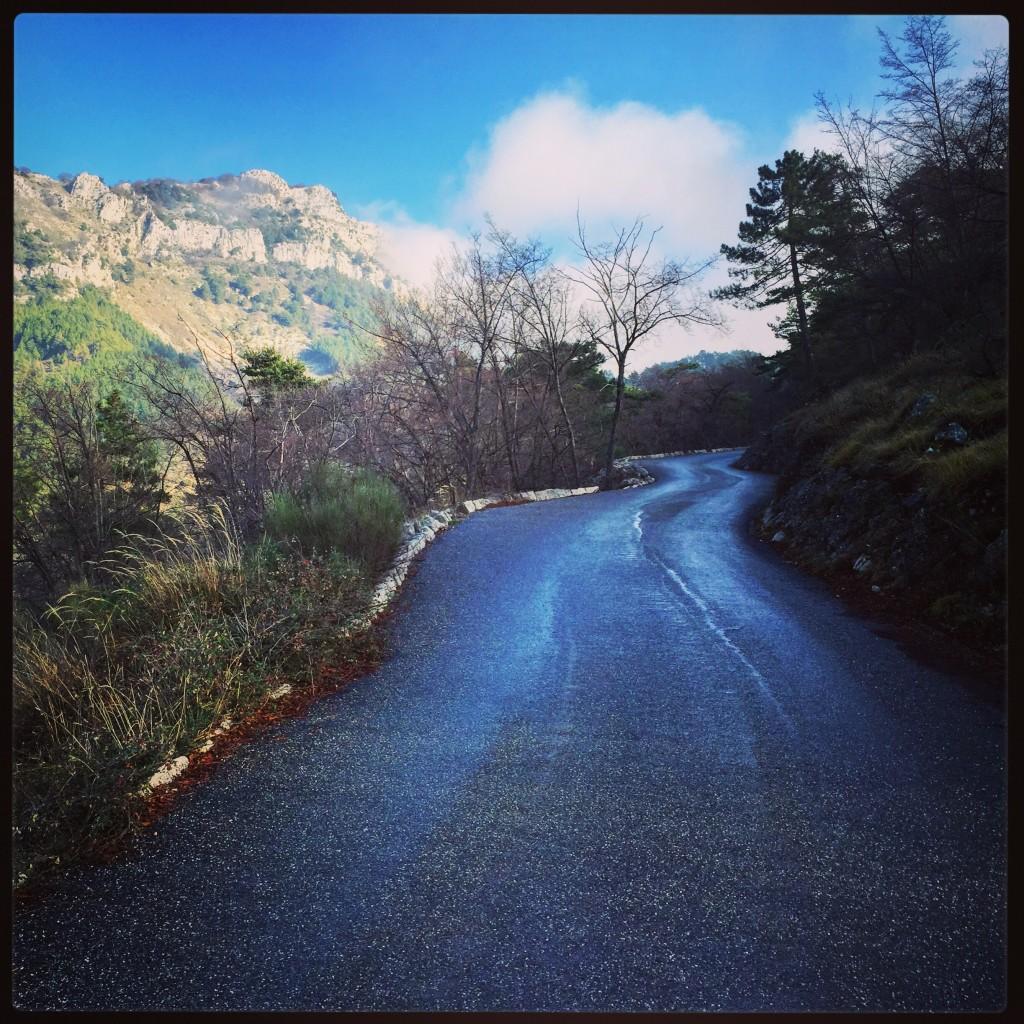 Une route à l'approche de Menton