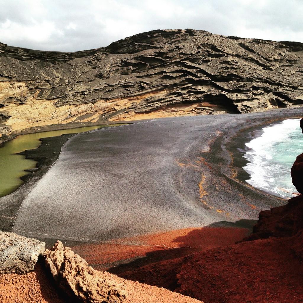 Au fond d'un cratère un lagon vert à El Golfo