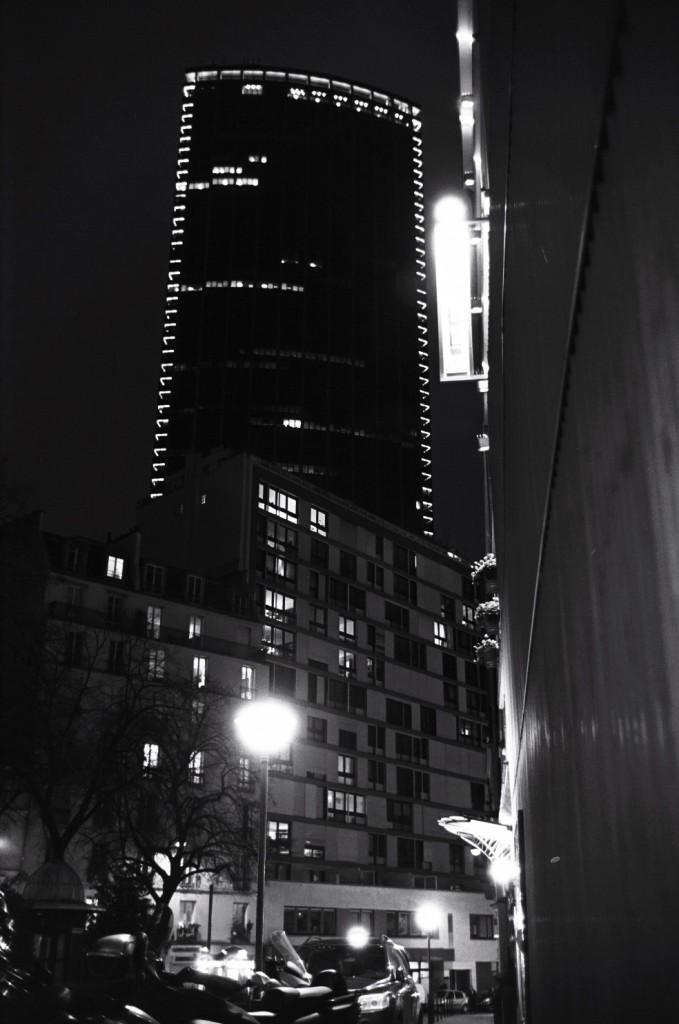 La tour Montparnasse de nuit