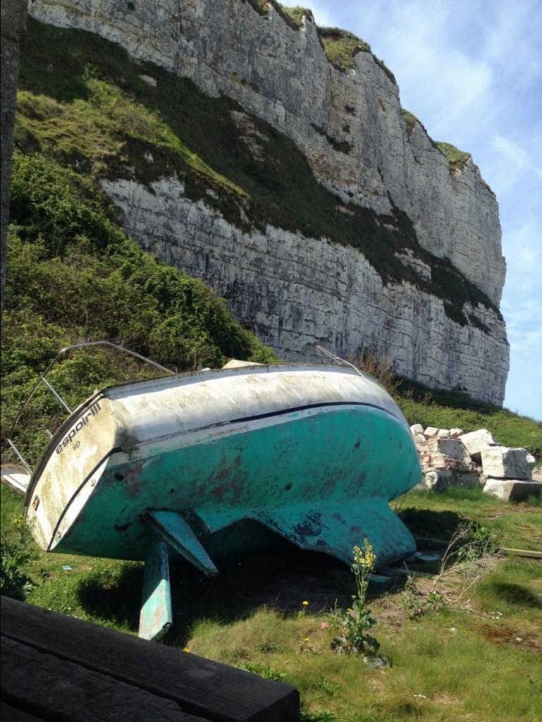 """""""Espoir 3"""" un voilier laissé à l'abandon le long des falaises de Saint-Valéry"""