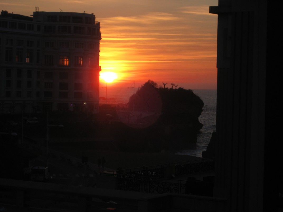 coucher de soleil sur biarritz escale de nuit. Black Bedroom Furniture Sets. Home Design Ideas