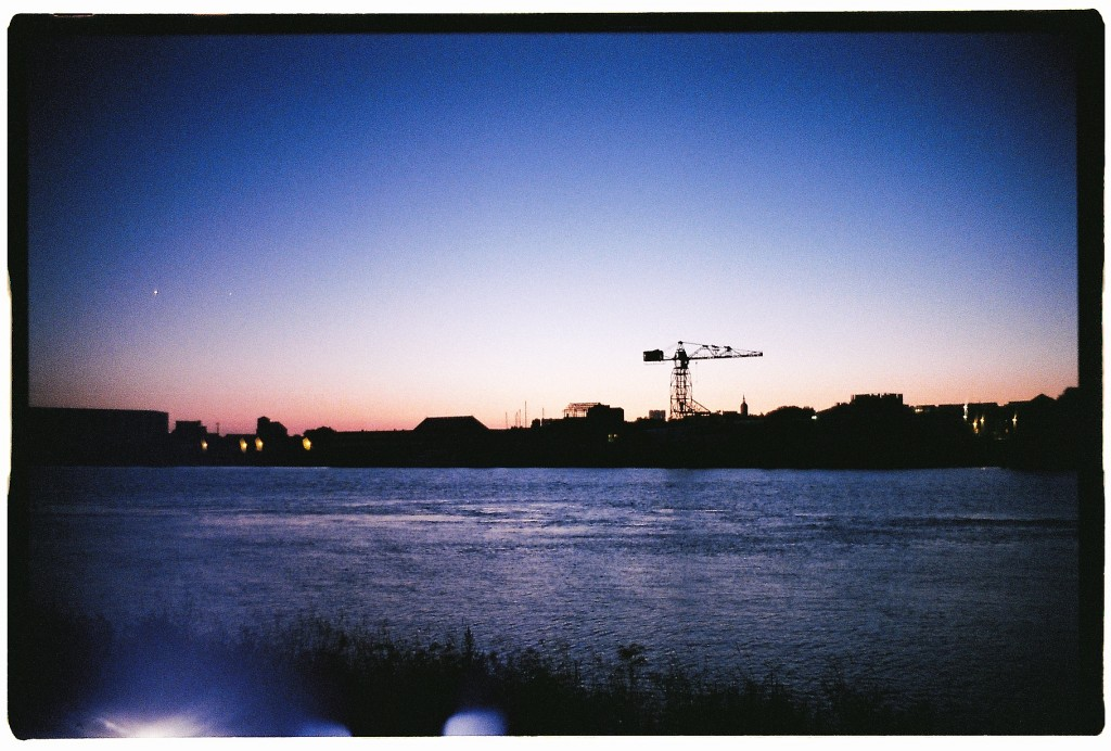 Trentemoult sur les berges de la Loire au de la nuit