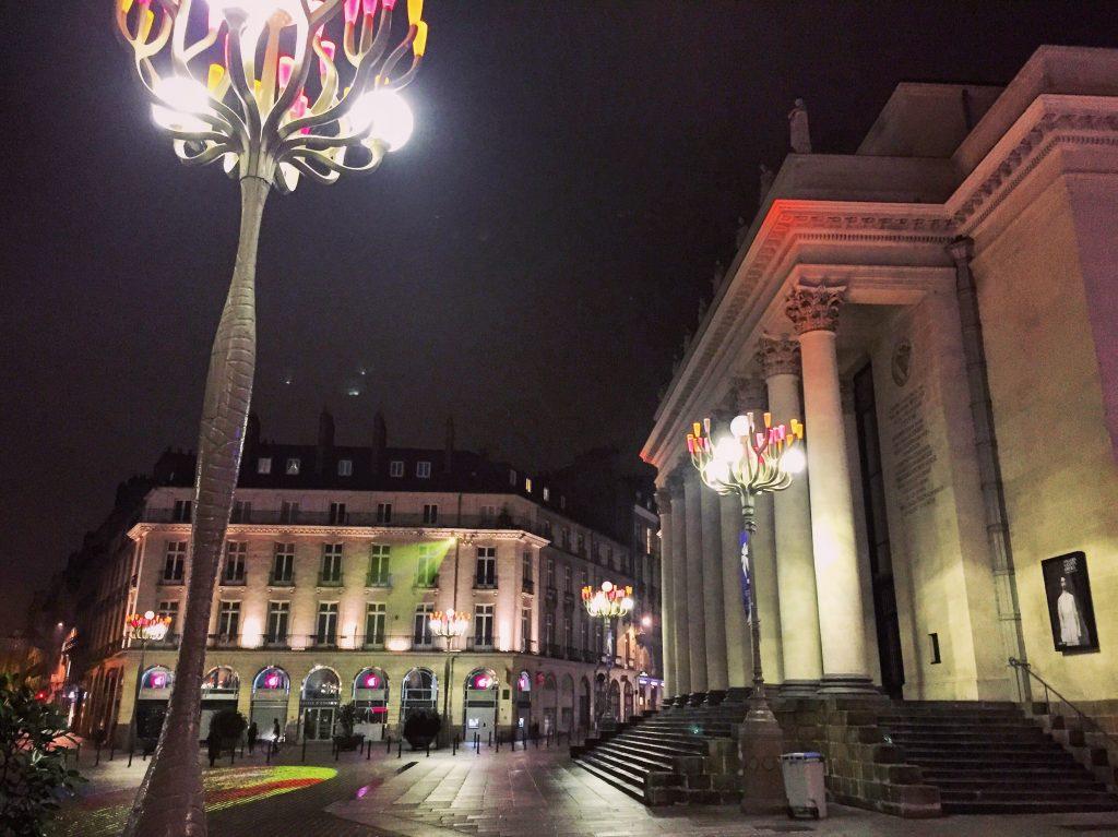 La place Graslin la nuit, que faire à Nantes