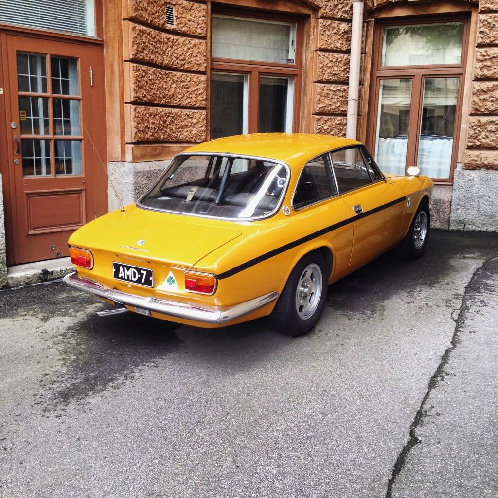 71. Une voiture rétro profite de l'été à Helsinki