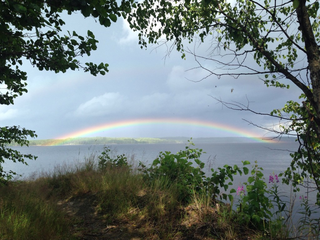 8. Un arc-en-ciel au pays des 1000 lacs