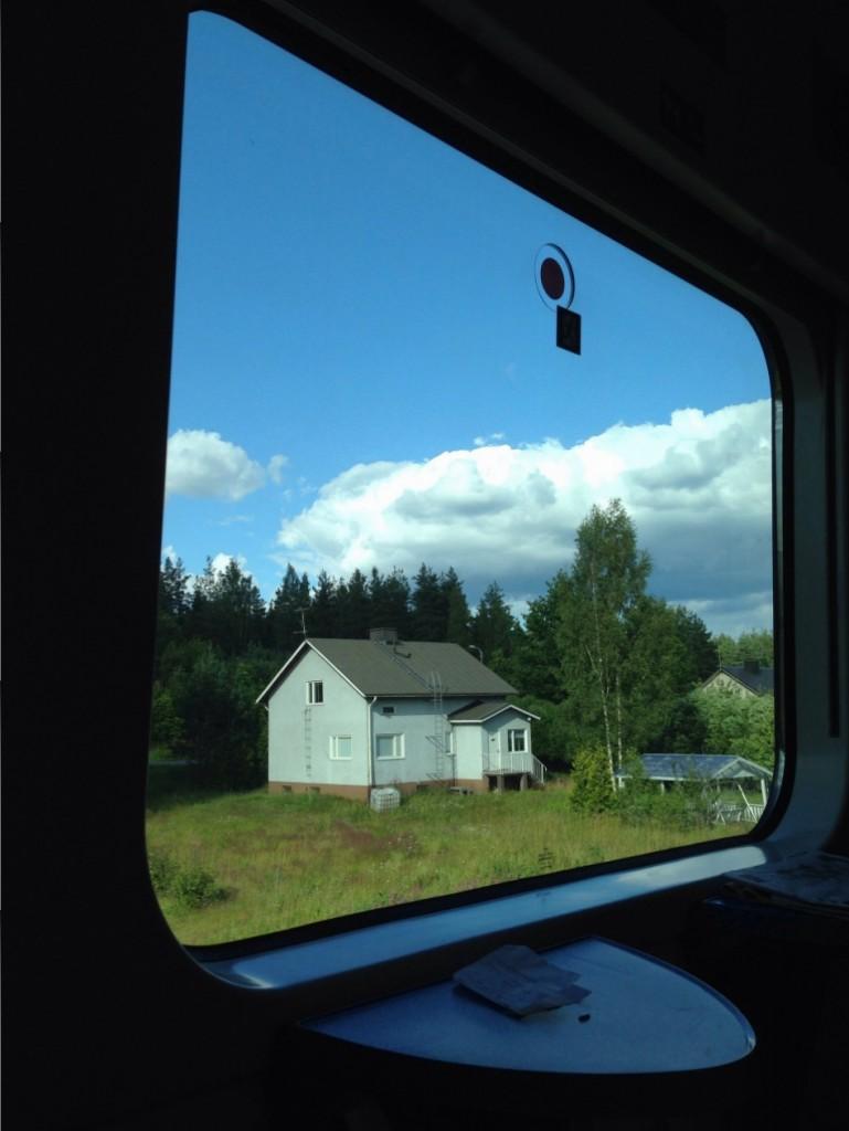 17. La Finlande vue depuis un train