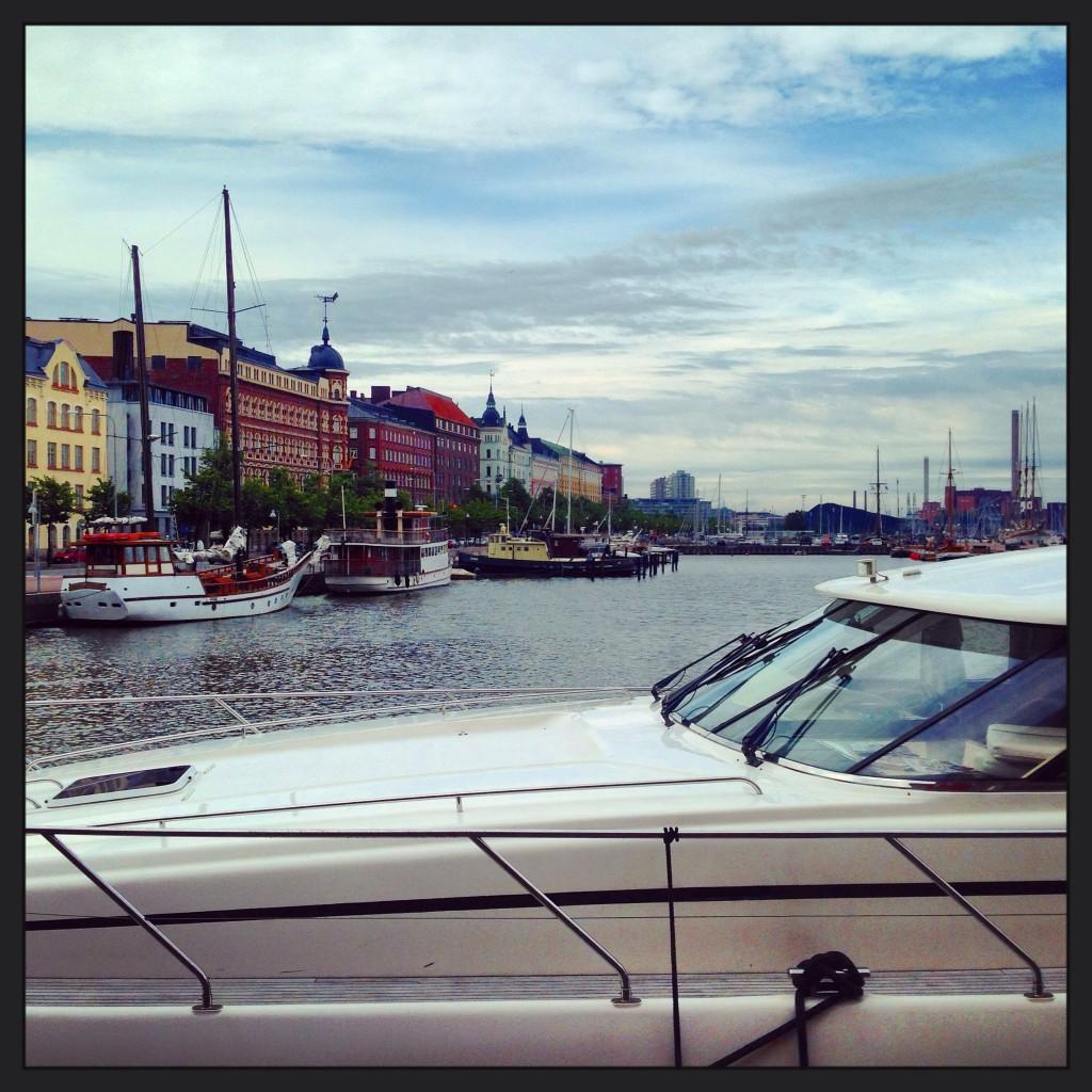 52. Vue sur les quais et  la marina d'Helsinki HMV