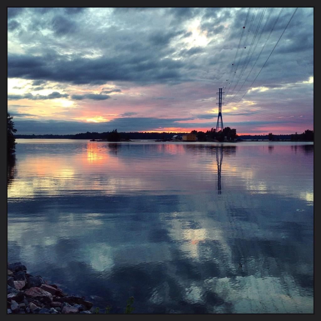 Le très paisible golfe de Finlande au coucher du soleil