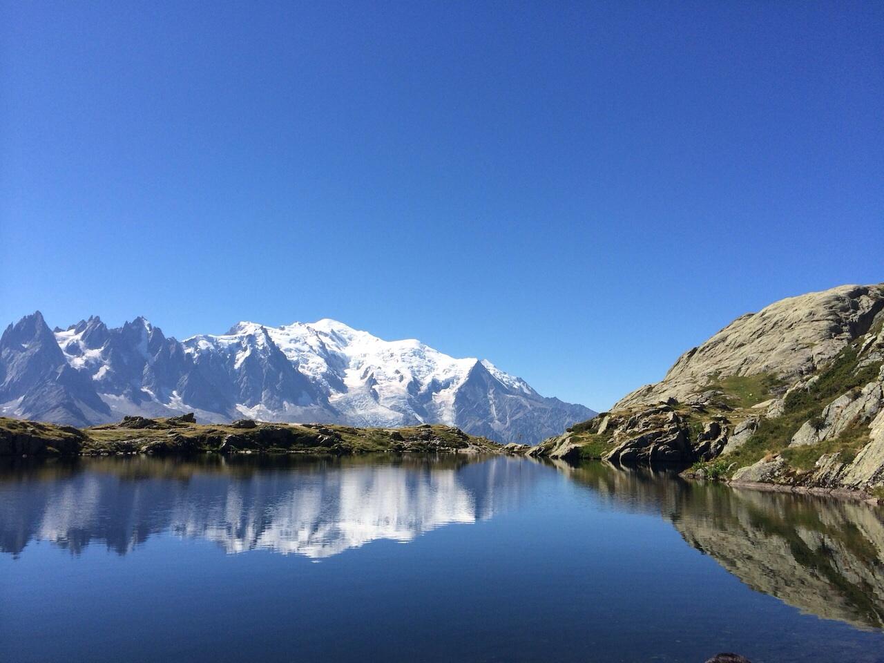 Le lac Blanc, face au Mont Blanc