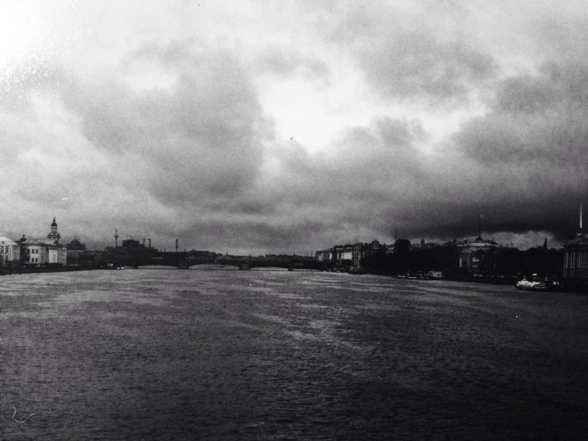 La Neva en automne à Saint-Petersbourg