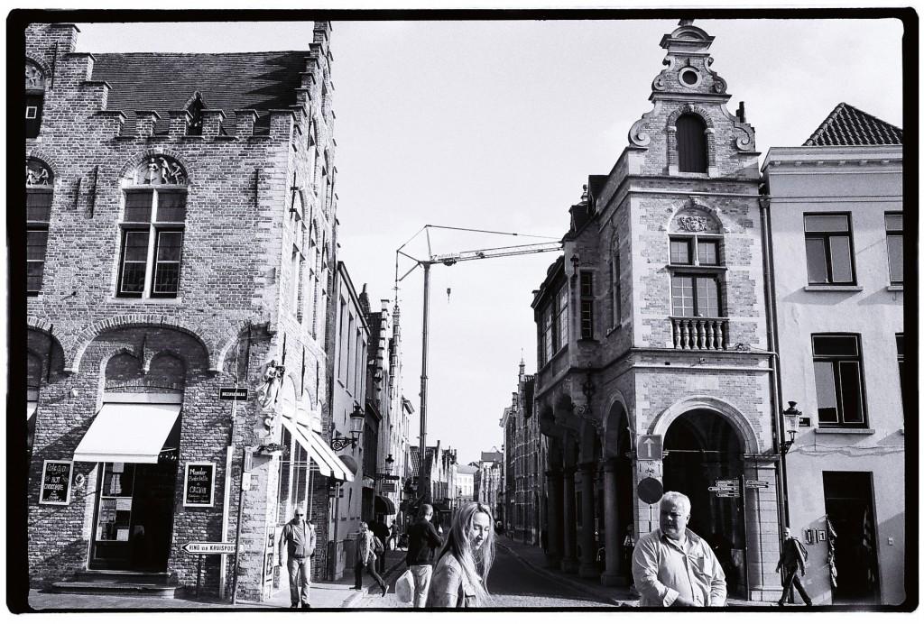 Bruges Ville musée, pas encore, dans un siècle ou deux, pas sûr... Les belges ne prennent pas tout cela au sérieux. Ils vivent et c'est déjà assez.