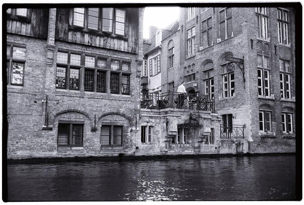 La ville semble parfois flotter un peu sur l'eau