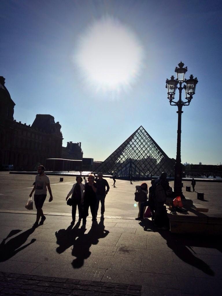 Sous le ciel bleu de Paris