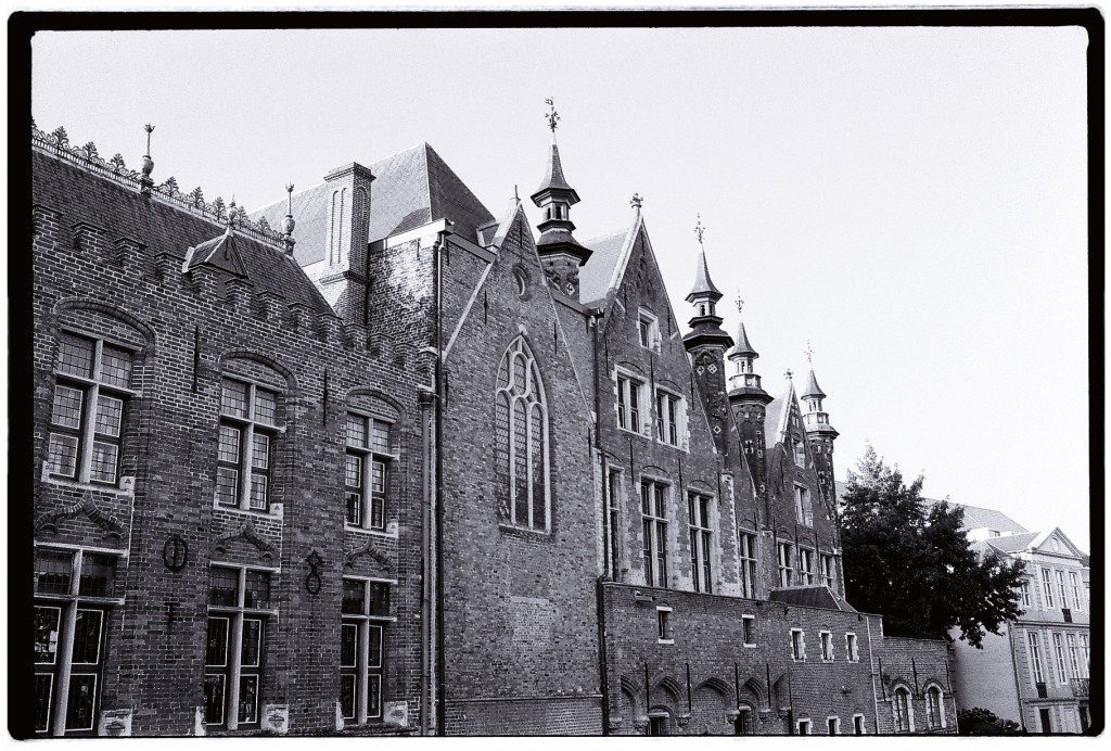 Bruges la capitale du c ur escale de nuit for Architecture flamande