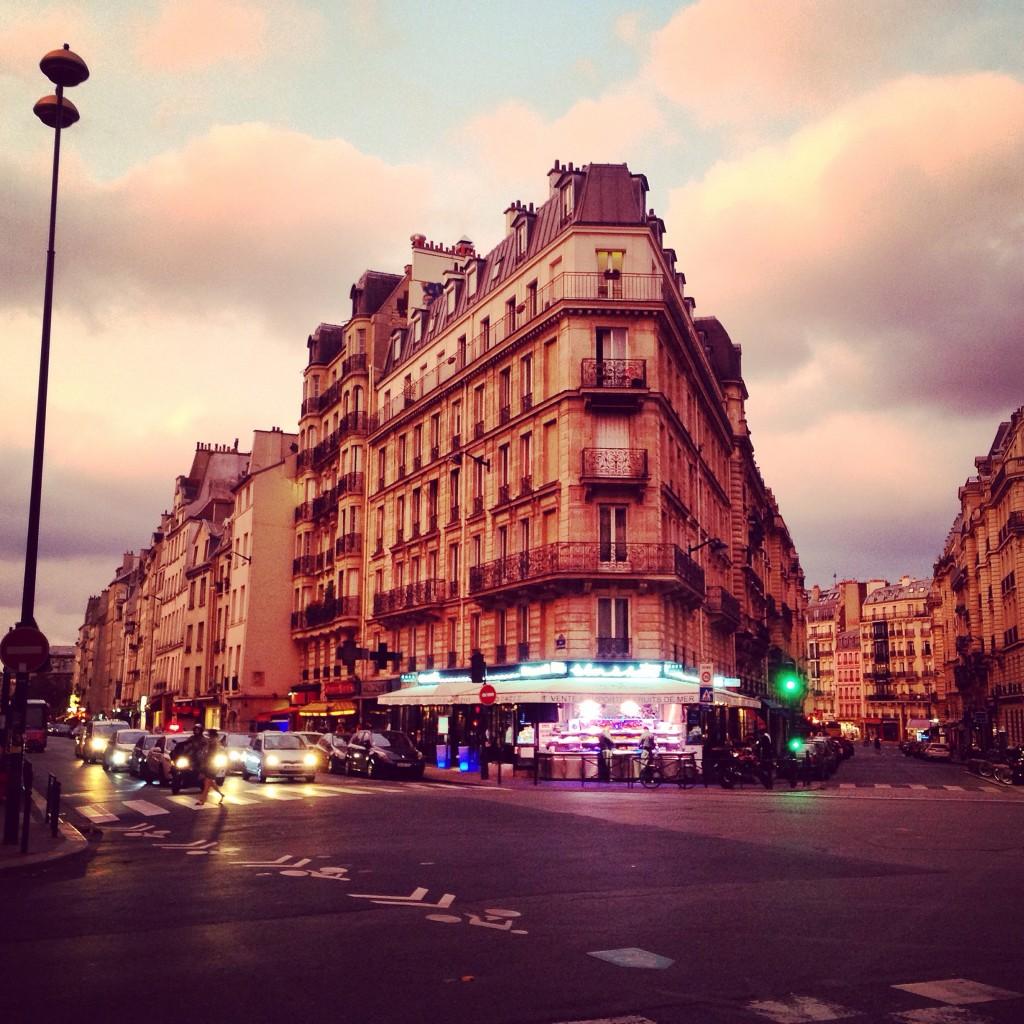 Sous le ciel de Paris en fin de journée