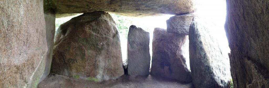 le Dolmen de Kerbourg vu de l'intérieur