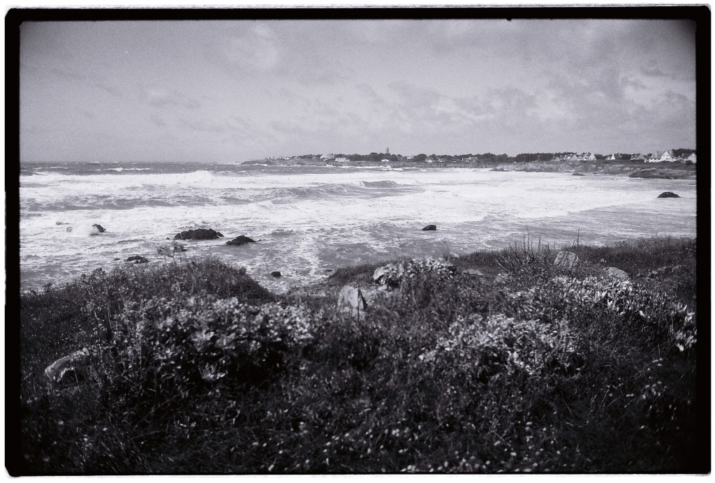 L'Océan Atlantique se déchaîne sur la plage de la Govelle