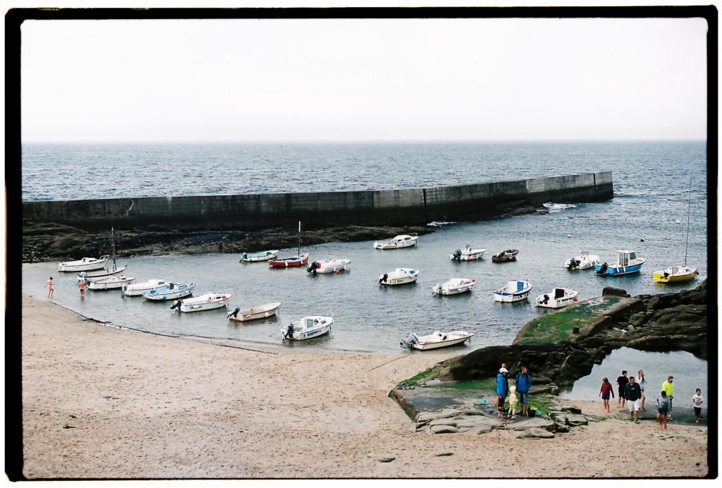 Le petit port de Batz un jour où la mer est paisible