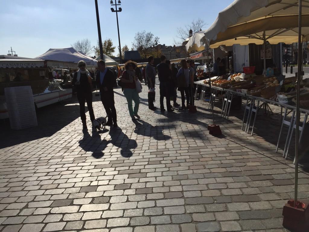 Le marché Chartrons le dimanche le long de la Garonne