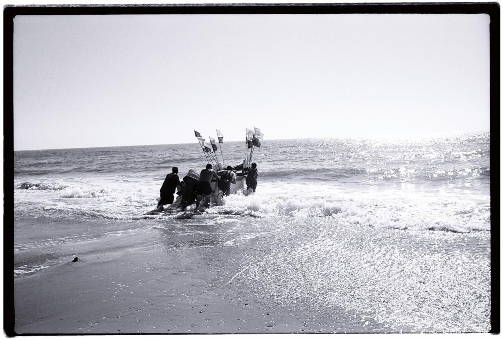 Des pêcheurs partent en mer...