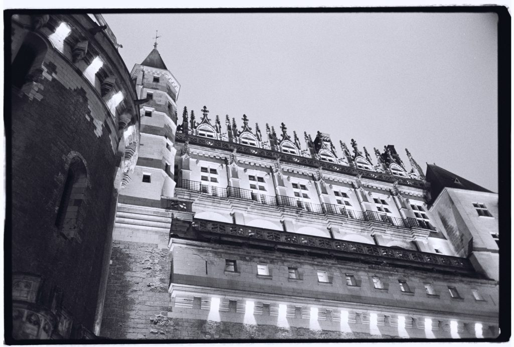 Le château d'Amboise à la tombée de la nuit