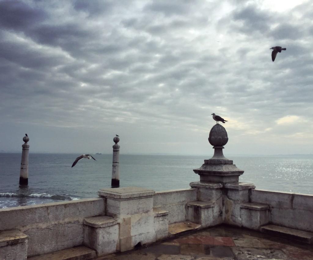 Sur les bords du fleuve à Lisbonne