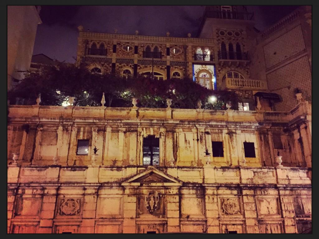 Un palais la nuit à Lisbonne