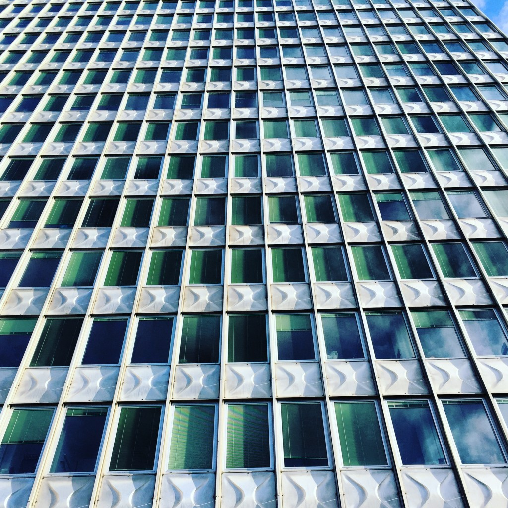 Un imposant bâtiment dans las discrète capitale slovène