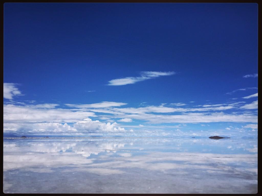Le désert de sel d'Uyuni après la pluie