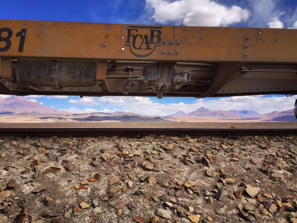 Un train de marchandises traverse le Sud Lipez