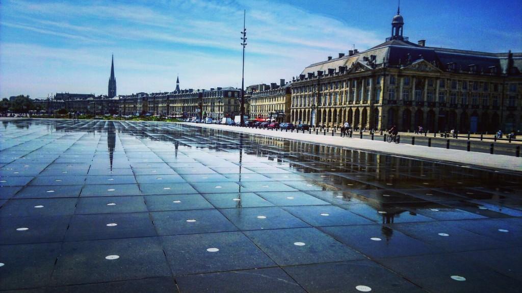 A Bordeaux, le miroir d'eau sur les bords de la Garonne, crédits photos : ch@mil