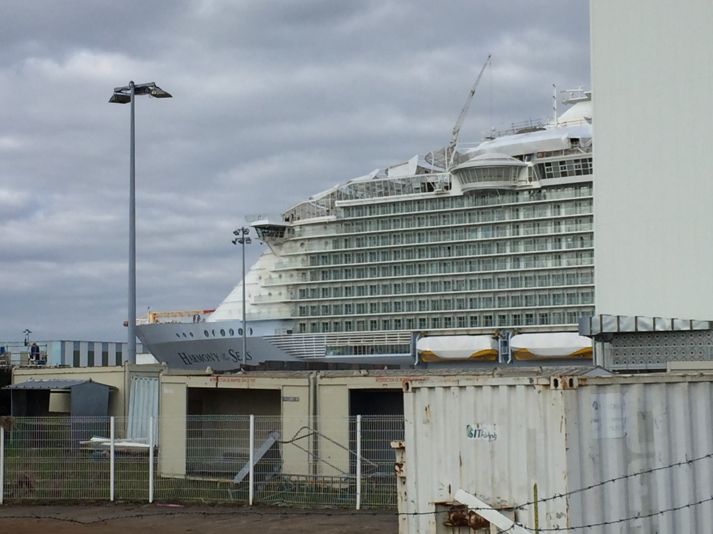 Harmony of the seas, sans les lointains du port de Saint-Nazaire