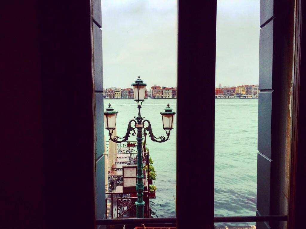 Vue depuis la chambre d'hôtel, à Venise il y a du romantisme à tous les étages.